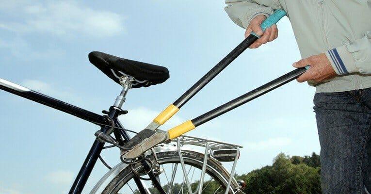 Fahrradschloss wird aufgebrochen