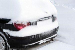 Schneeverdecktes Auto - Sei-Sicherer.de