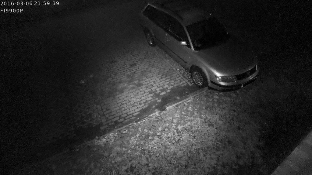 WLAN-Kamera-Vergleich-Foscam-FI9900P-Nachtsicht-Klein