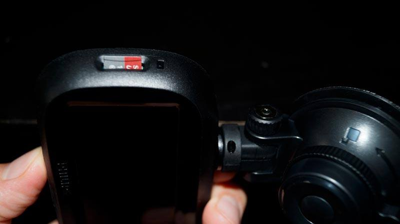 Philips-GoSure-ADR820-Dashcam-Test-Micro-SD-Karten-Slot