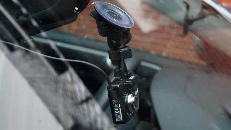 Rollei-CarDVR318-Windschutzscheibe-aussen-angebracht