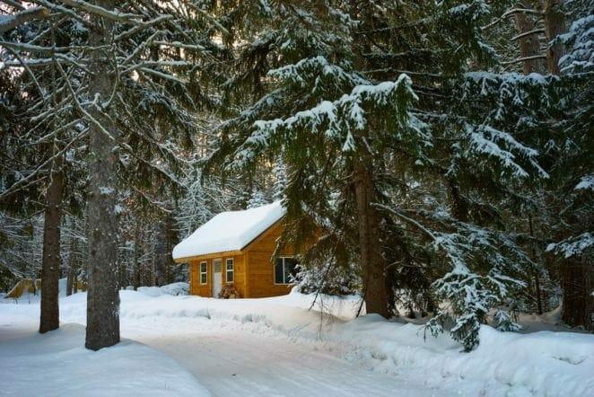 kleines-haus-im-winter